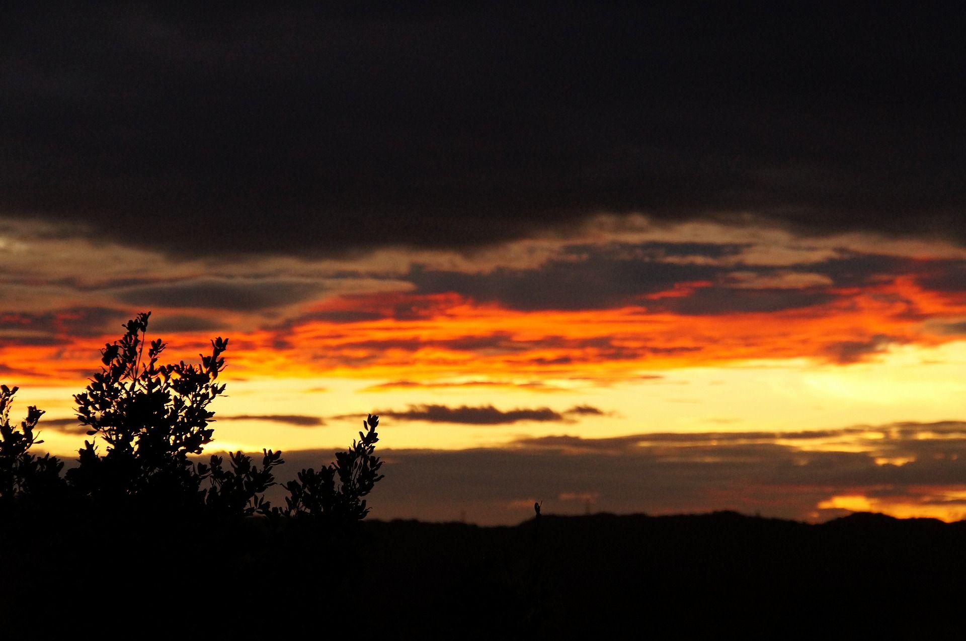 赤橙色の夕焼け空:公開日誌