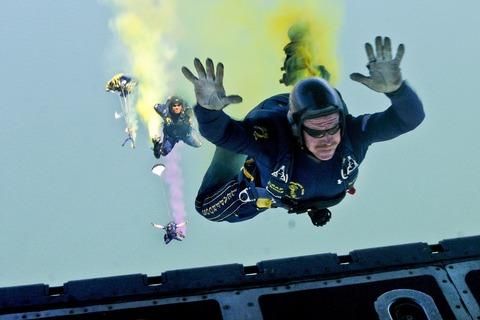 skydiving-665018_1920