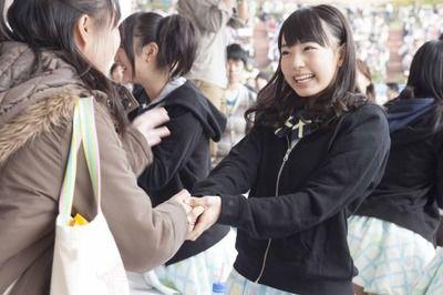 【悲報】トップアイドルさん、ヲタクと恋人繋ぎはお手の物wwwwwwww