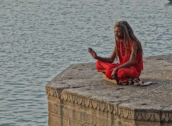 瞑想するサドゥー