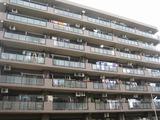 バルコニーからそのマンションの全体像が見えてきます