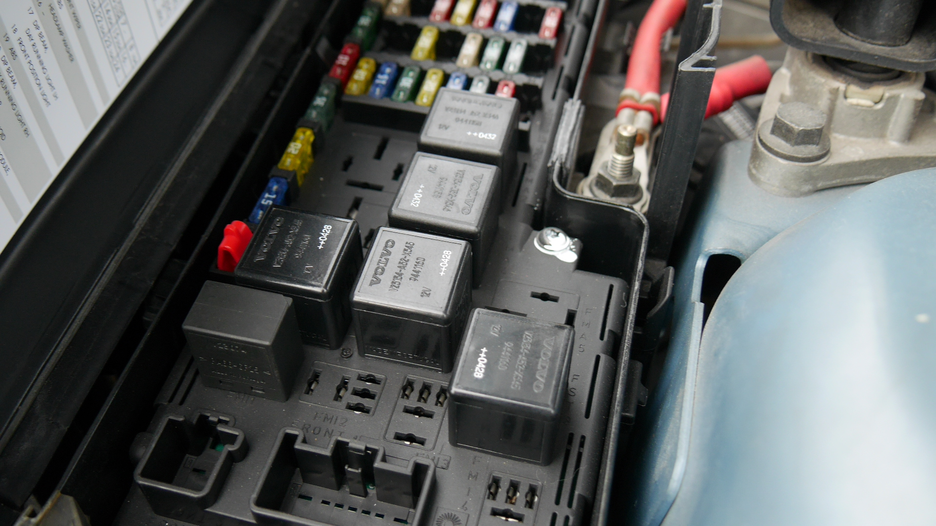 hight resolution of 2005 to 2007 volvo v70 fuse box locations p4940895 volvo s60 rear