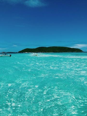 Mers bleues et îles isolées