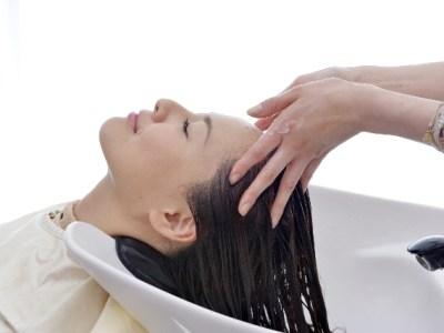 この時期は、お肌も頭皮も水分補給&UVケアをこまめに!