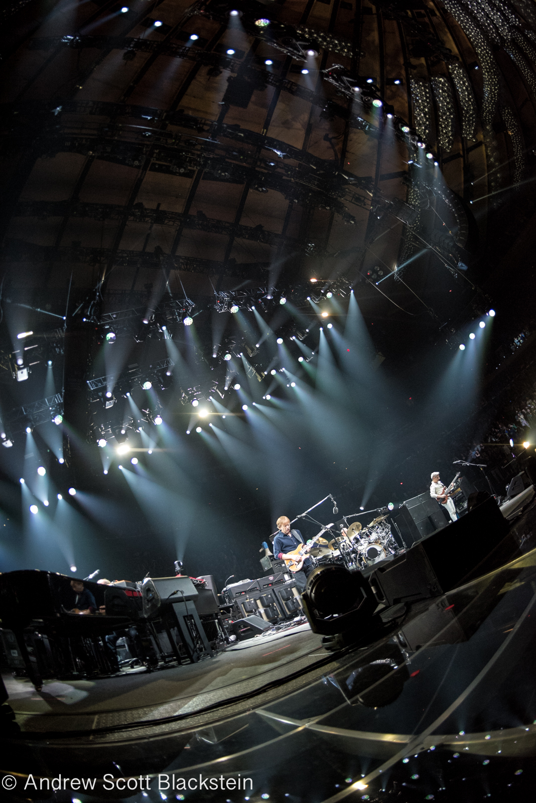 Phish Enters 2019 Dangling In Thin Air At MSG NYE Photos