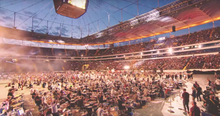 """1,000 Musicians Gather To Cover Rage Against the Machine's """"Killing in the Name"""" [Watch]"""