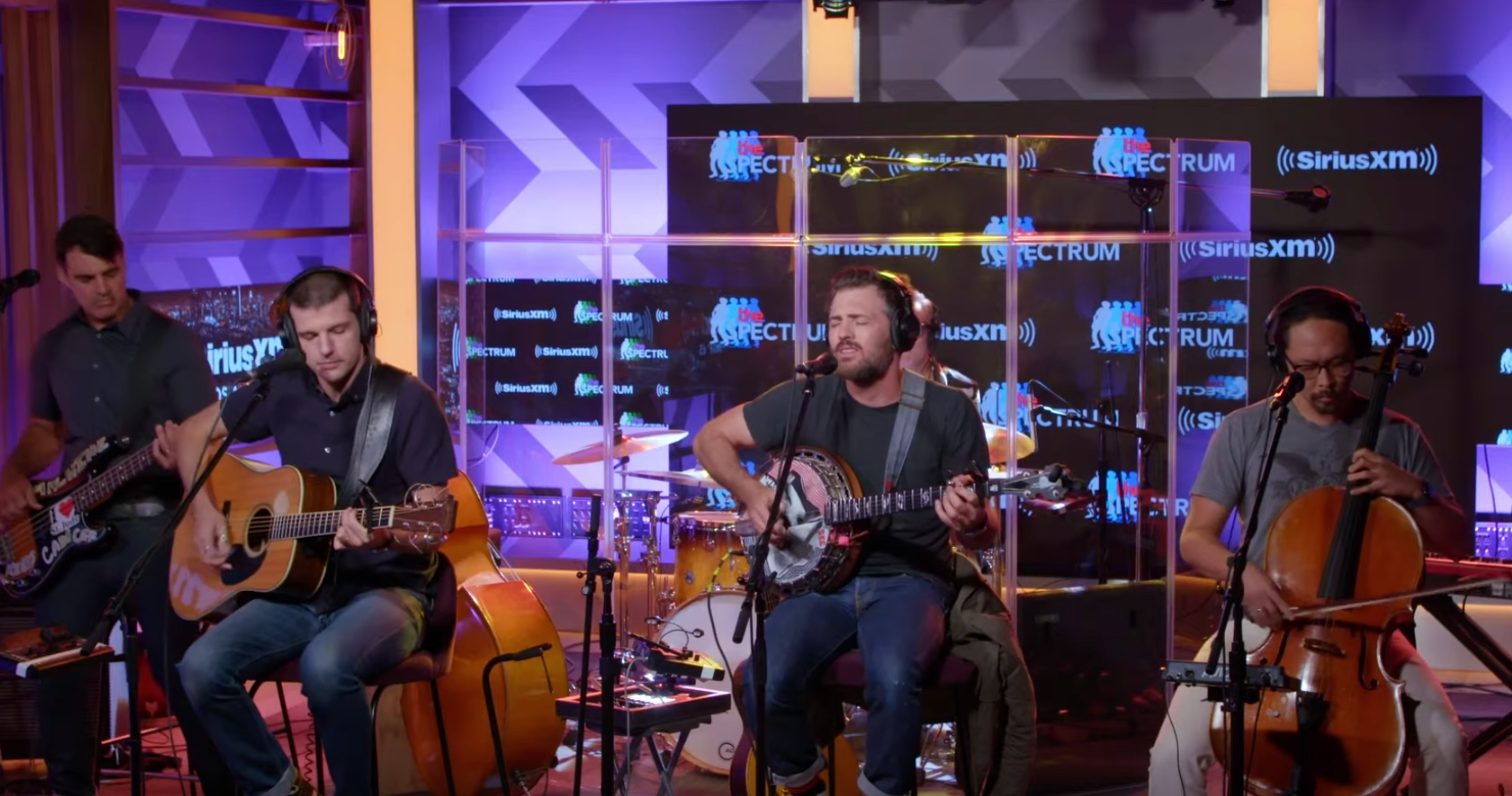 """The Avett Brothers Perform """"High Steppin'"""" At SiriusXM Live Session [Watch]"""