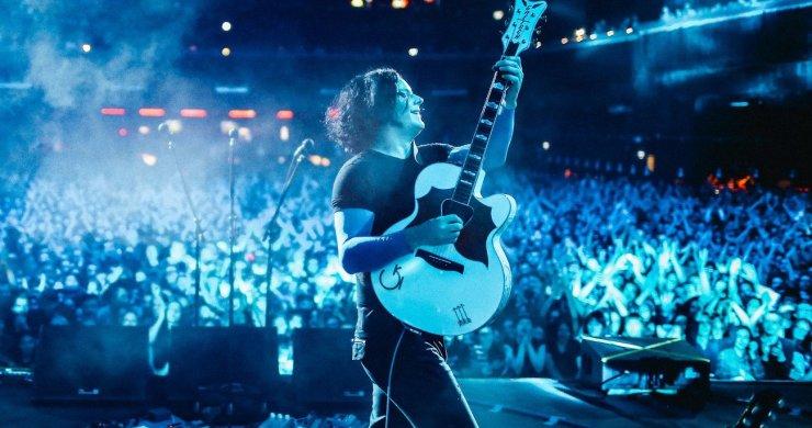 jack white, jack white guitar, jack white busker, jack white buys guitar, jack white busker guitar, matt grant, matt grant gofundme, matt grant busker, the white stripes