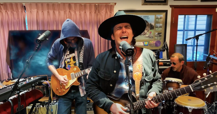 """Lukas Nelson & Promise Of The Real Cover Neil Young's """"Like An Inca"""" For 'Soundcheck Songs' Series [Video]"""
