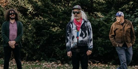 """Dinosaur Jr.  announces Kurt Vile's new co-produced album, shares """"I Ran Away"""" [Watch]"""