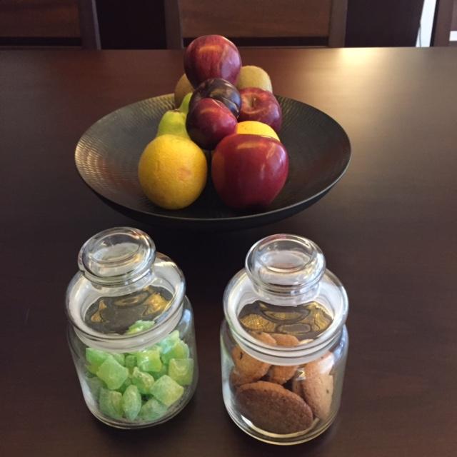 GH_8_ Room _ Fruits plus Cookies
