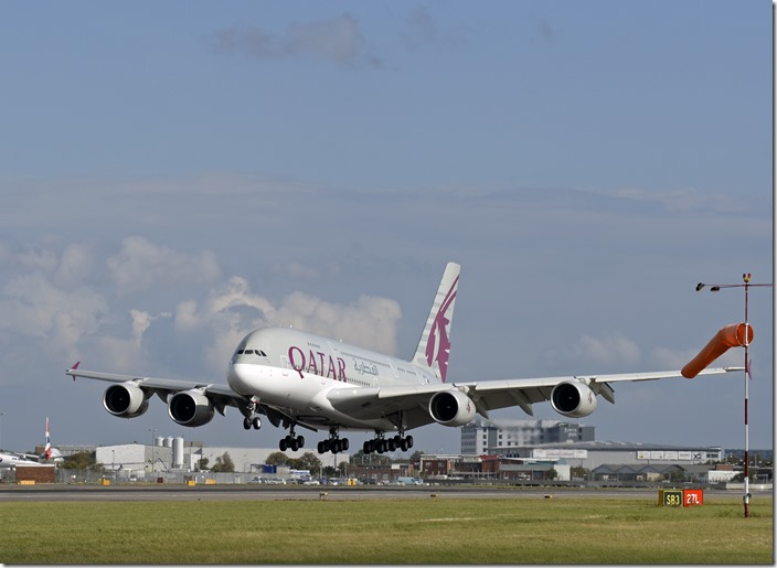 qatar-airways-a380_29946958856_o