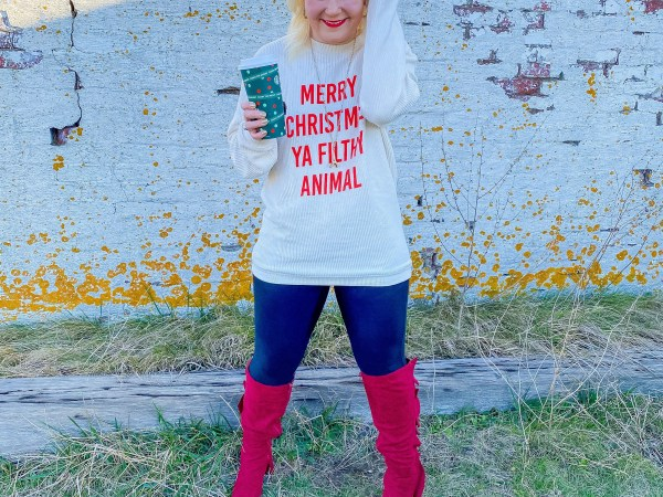 What Do I Wear?!?! My Fav Christmas Graphic Tee