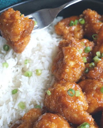 general tso cauliflower and rice in a bowl