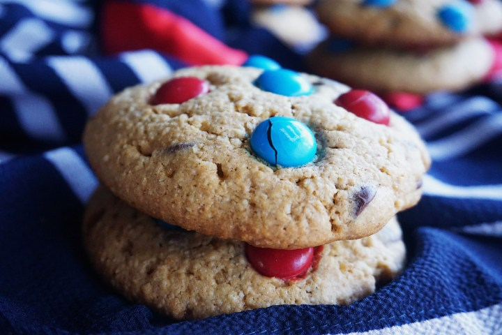 red and blue stacked cookies