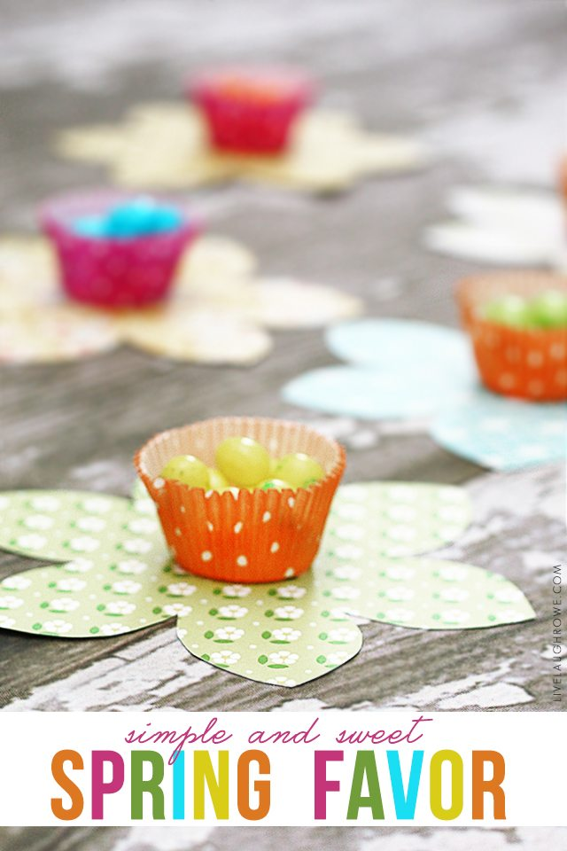Super simple (and sweet) spring favor! These floral favors are perfectly spring with their bright colors. Full tutorial at livelaughrowe.com