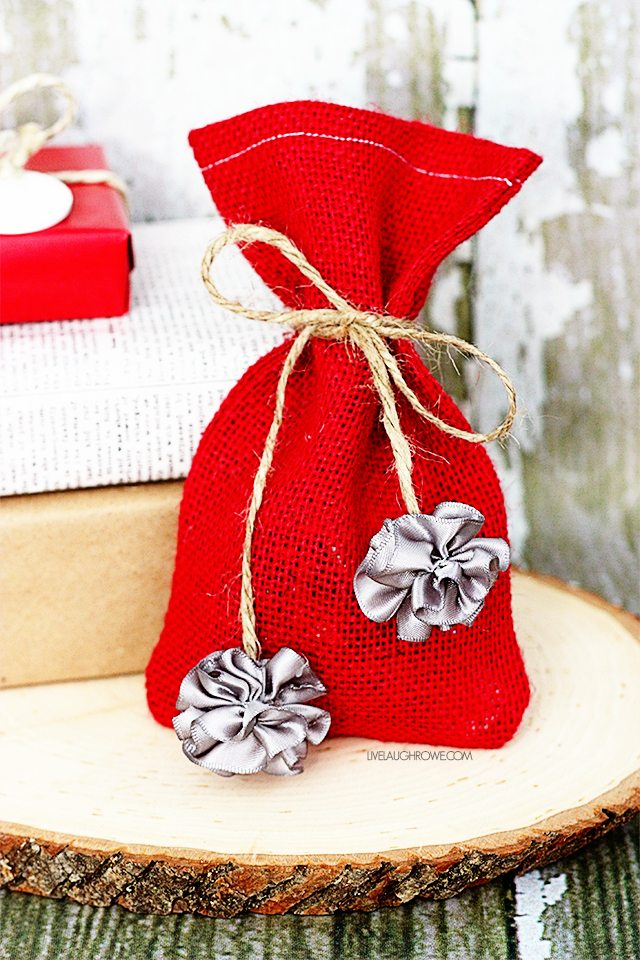 Simple Chrismtas Crafts using the Bowdabra. From gift embellishment to garland, you'll be sure to have som fun. livelaughrowe.com
