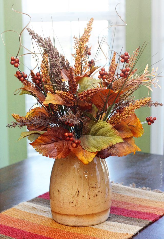 Breakfast Room Centerpiece -- perfectly fall! I love using placemats at accent pieces in my decor as well. www.livelaughrowe.com #falldecor