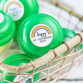 These green party favors made with vending machine capsules are genius! livelaughrowe.com