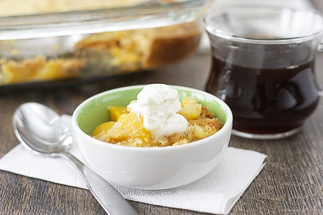 Extend your family dinner time with this delicious 3-Ingredient Peach Dump Cake. www.livelaughrowe.com