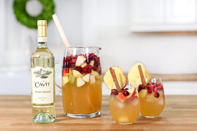 Delicious Apple Cider Sangria featuring Cavit wine! Recipe at livelaughrowe.com