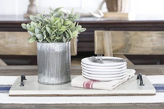 This Concrete DIY project will have you serving up drinks, snacks and more on a cement serving tray! Industrial inspired, this tray would make a great decorative piece too. livelaughrowe.com