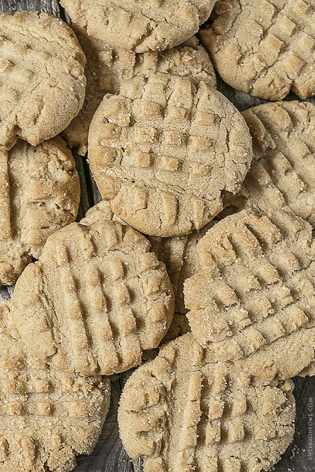 Get ready to fall in love with these Easy Peanut Butter Cookies. A recipe that is packed with peanut butter taste, these cookies won't disappoint. Recipe at livelaughrowe.com