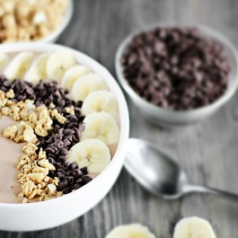 Delicious Smoothie Bowl with Peanut Butter and Chocolate... add bananas, chocolate chips and granola (or toppings of choice). Recipe at livelaughrowe.com