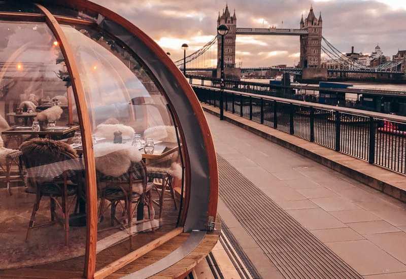 伦敦的皇家俱乐部是在一家酒店的一位餐馆,在海滩上很容易。看看自己的钱,花多少钱,就不能去吃什么。