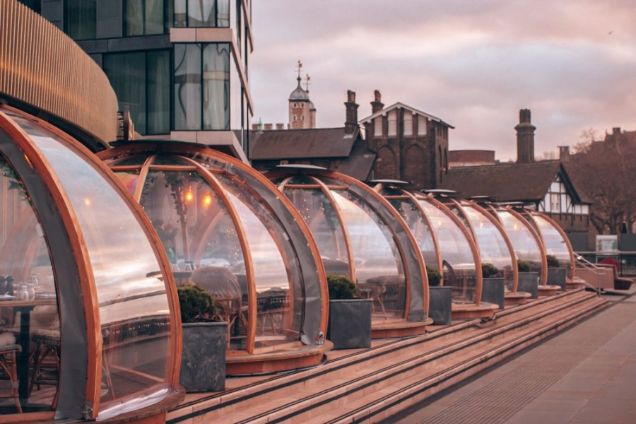 The Coppa Club igloos in London by the Tower Bridge are a popular place to eat. Find out how much it costs and how to eat there with or without a reservation.