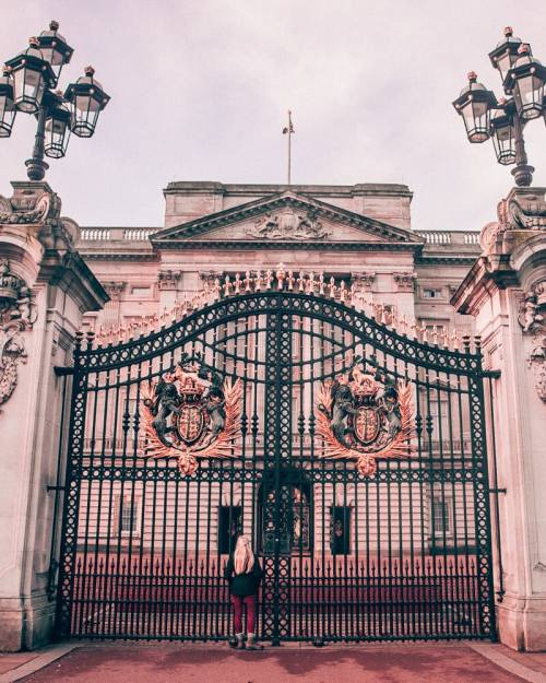 Getting to Buckingham Palace in the morning means you have the area to yourself. Click here for the perfect itinerary for 3 days in London in winter including tips for the most Instagrammable places in London.