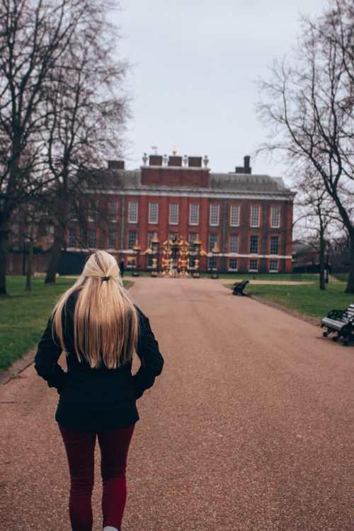 在伦敦的宫殿里,她的人会去。在伦敦伦敦伦敦有30英里的地方,如果能去伦敦,或者参观一下,去找地方,等着。