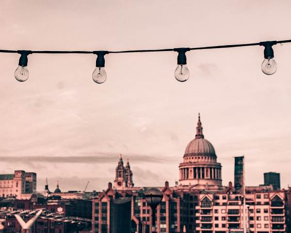 圣景山。保罗·丹恩是在圣丹的一幅画中的一幅画中的一幅画。yobet官网是yobet73每天伦敦的一天伦敦,旅行的行程,所有的图书馆!