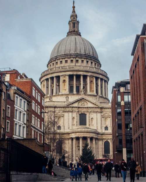 圣景山。这是你的第一个字母,你……每天都在伦敦,伦敦的三页都是在伦敦的行程中。