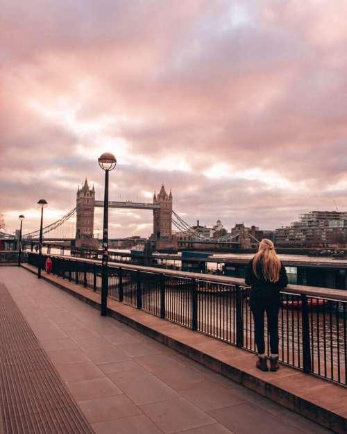 沿着桥的桥上的河流。请一份伦敦的三天伦敦的行程,所有的东西都能在地图上找到一份免费的工作。