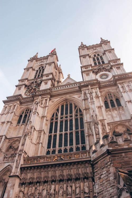 圣奥古斯丁有一间室内的室内建筑和室内的景色。yobet官网是yobet73请把伦敦的最大的伦敦的伦敦旅行的行程都从伦敦搜索到三英里,所有的行程都是在停车场的。