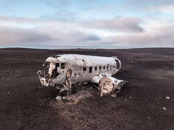 一个直升机坠毁在飞机上的飞机坠毁在空中的