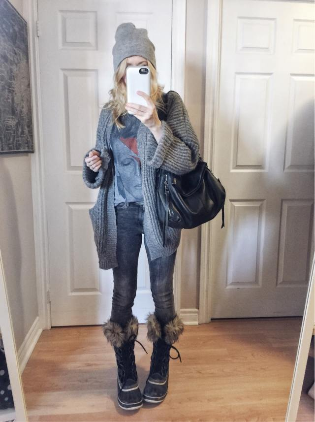 Oversized cardigan | bowie t-shirt | grey jeans | sorels | beanie | what I wore | livelovesara