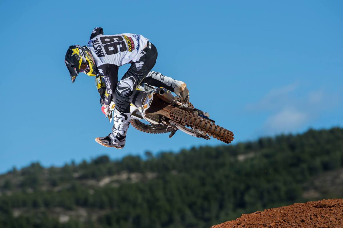 Musquin takes third in Championship after crashing out in