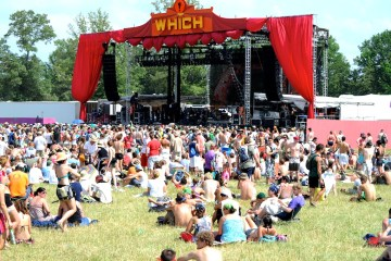 the which stage during the heat of saturday @ bonnaroo 2010
