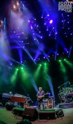 Scott_Harris_Phish_2013.10.31_1024px_04