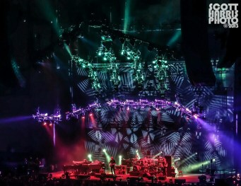 Scott_Harris_Phish_2013.11.01_1024px_07