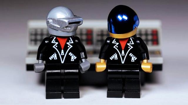 © Autorazr/Lego.com
