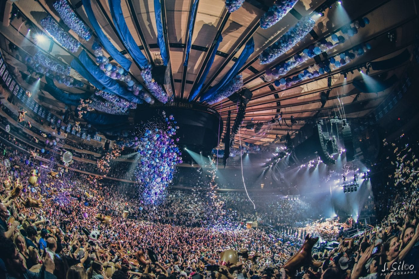 Vibrating With Love Light Phish Closes 2016 With Petrichor Rain Showers Madison Square