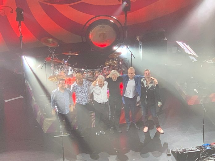 pink floyd reunion roger waters joins nick mason in new york city 4-18-2019