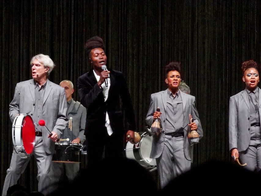 """David Byrne """"American Utopia"""" tour – Manchester Arena – Review"""