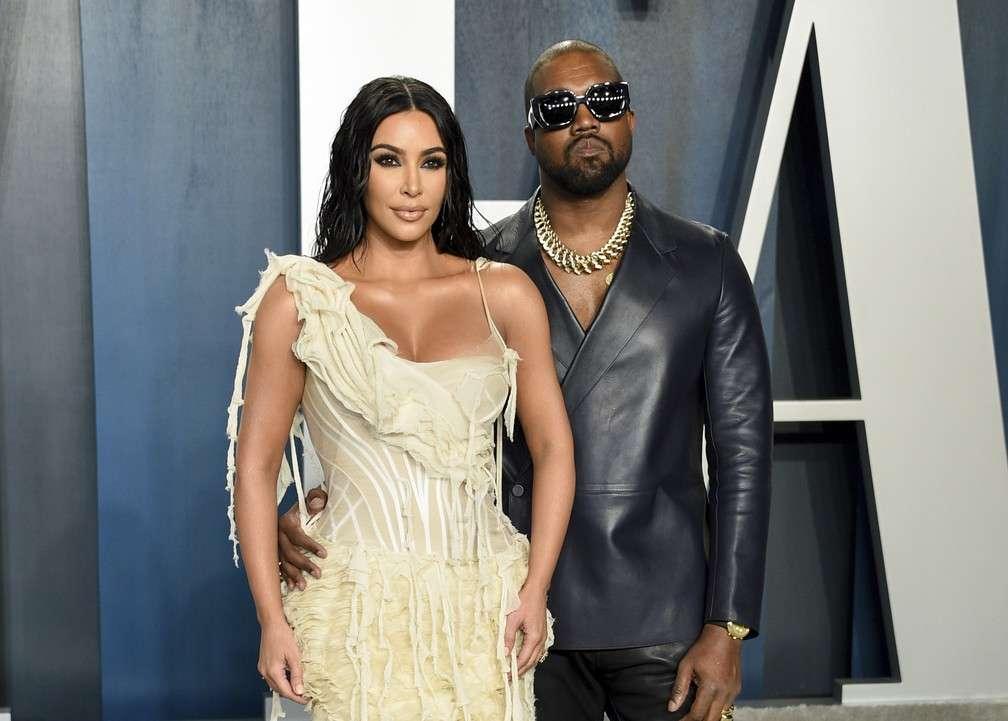 "Kim Kardashian revela que Kanye ""Ye"" West tem impacto sobre ela nos bastidores"