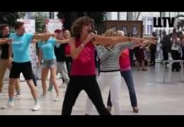 LLTV at the Theatre: Mamma Mia Flashmob