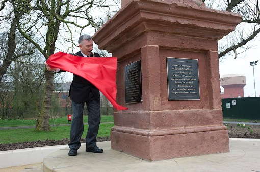 Lord Mayor unveils plaque