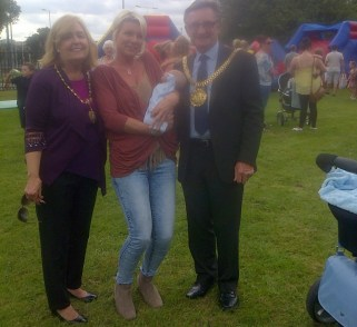 The Lord mayor meets a young visitor at the fun day